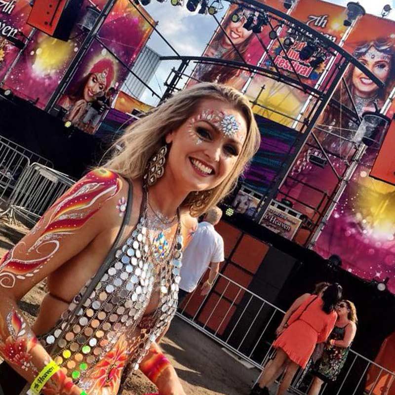 Glitterartiest, glitterteam, festivalpaint